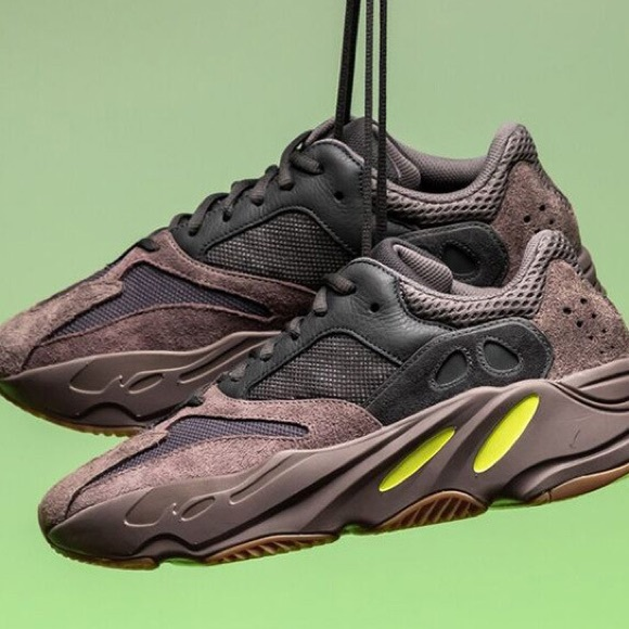 87e16c15fa65b Adidas Yeezy Wave runner 700 in color Mauve